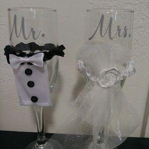 Mr & Mrs Wedding champagne glasses